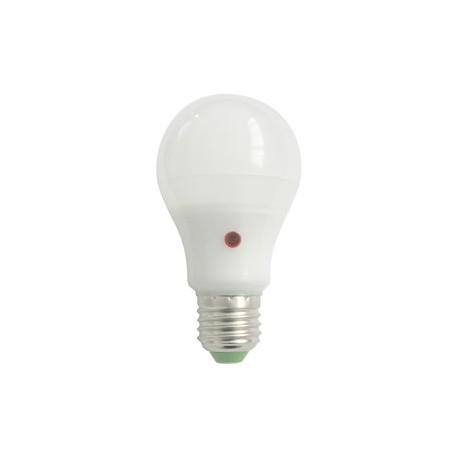 Bombilla LED A60 con sensor dia/noche. E27. 230VAC